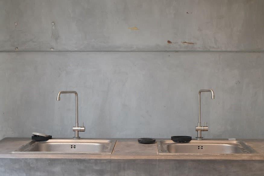 Kitchen 2 sinks