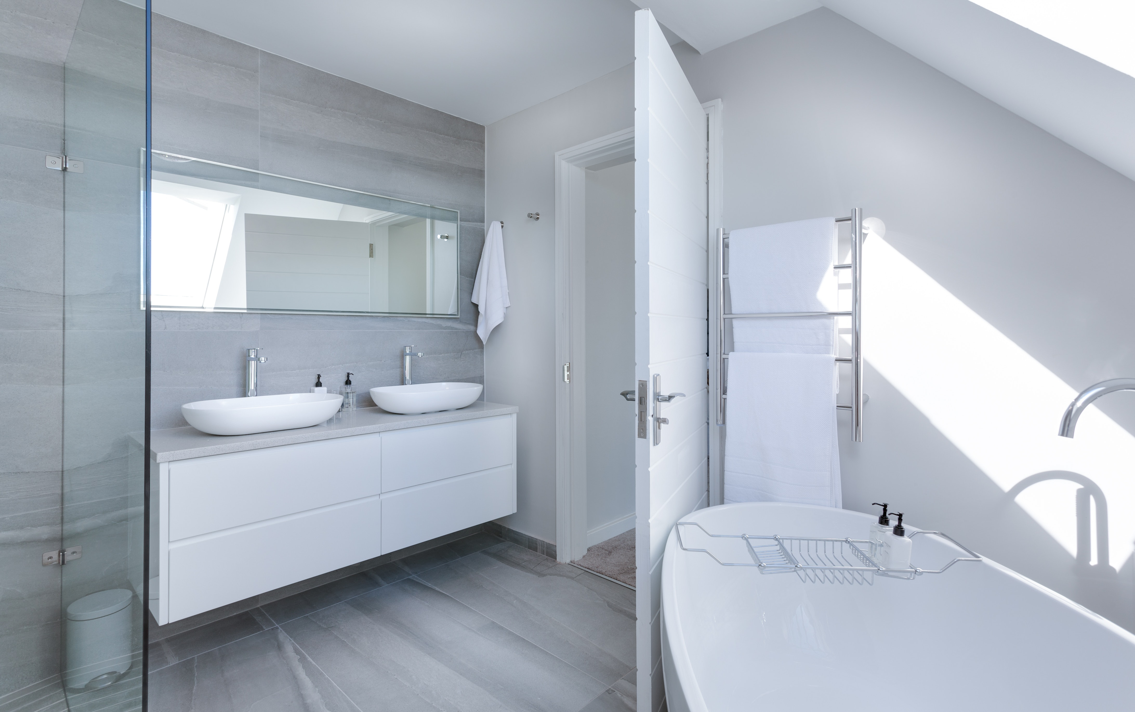 must have items to increase the small space for your Bathroom